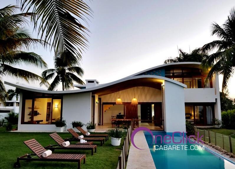 Amazing Oceanfront 3-Bedroom Villa For Rent